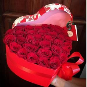 29 красных роз в коробке сердце R841