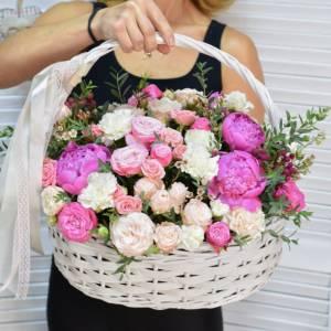 Сборная корзина пионы и пионовидные розы R767