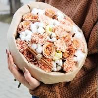 Букет сборный кремовые розы и хлопок R554